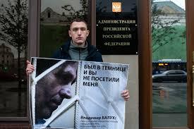 Чем люди с Конституцией на Красной Площади пугают Прокуратуру г. Москвы?